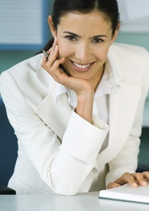 woman-leaning-forward-good-business-body-language-example